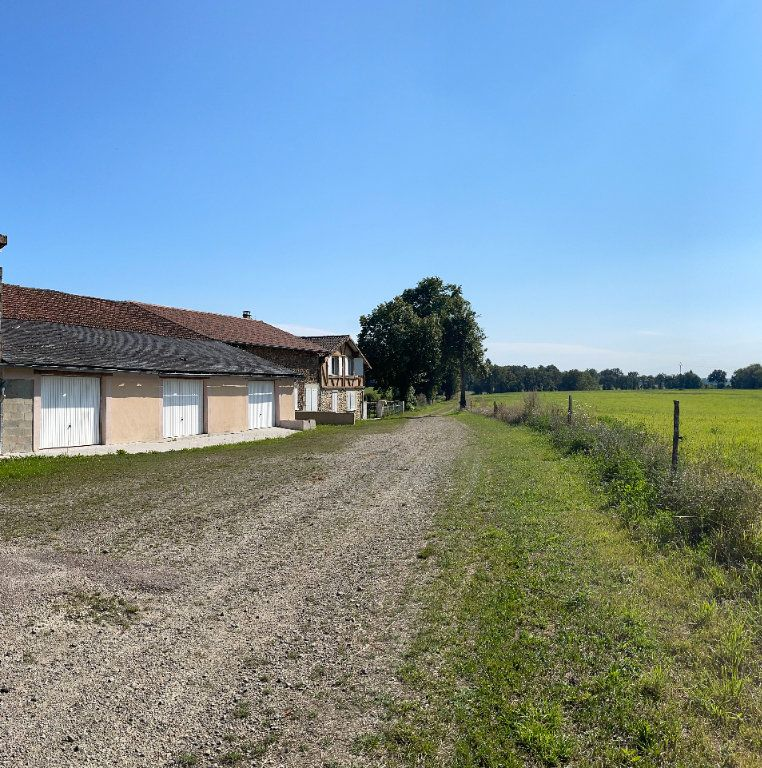 Maison à vendre 0 295m2 à Rochechouart vignette-1