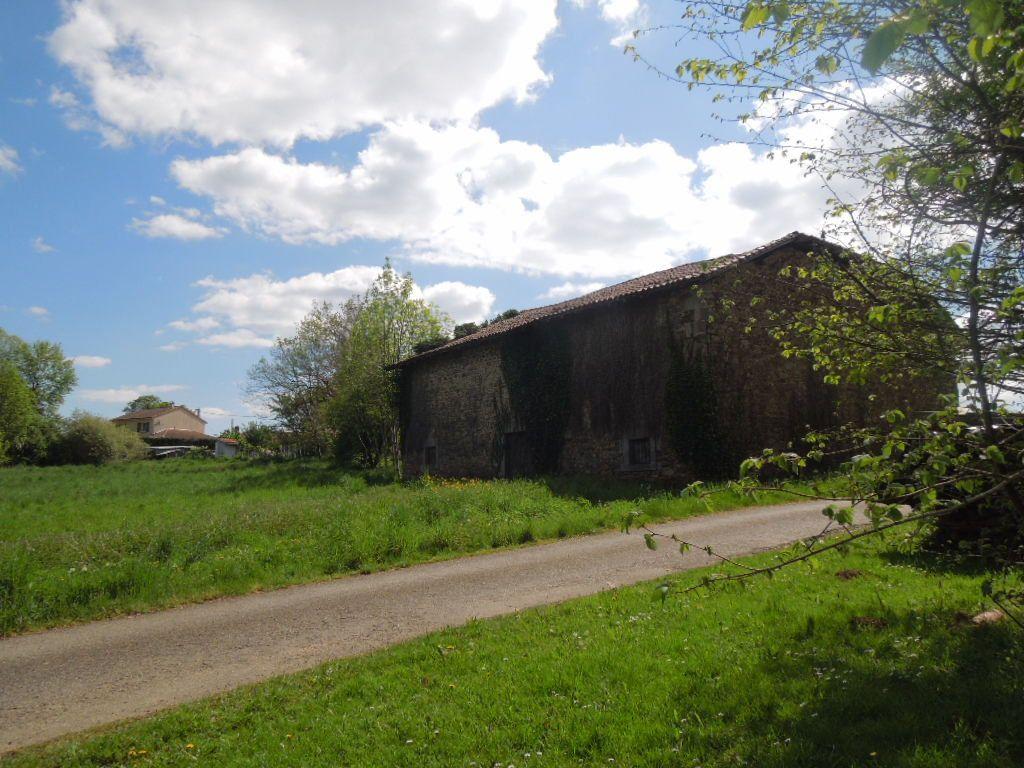 Maison à vendre 1 210m2 à Saint-Junien vignette-3