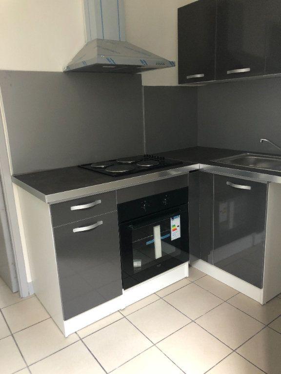 Appartement à louer 1 30m2 à Saint-Junien vignette-1