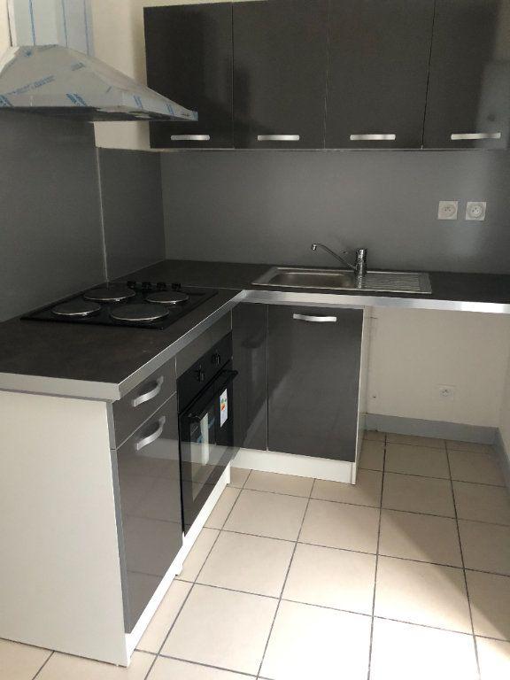 Appartement à louer 1 30m2 à Saint-Junien vignette-4