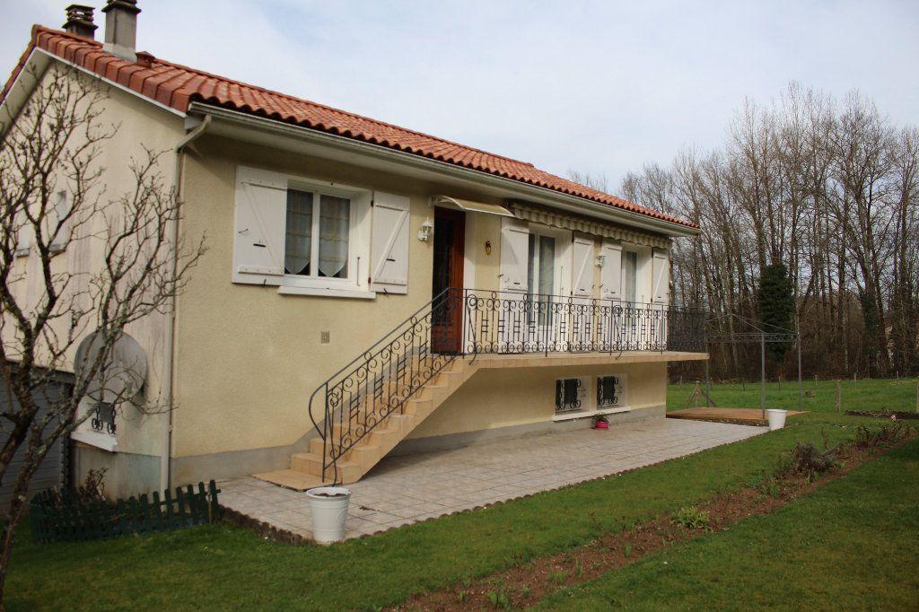 Maison à vendre 5 80m2 à Chassenon vignette-1