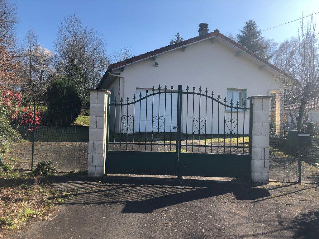 Maison à vendre 4 78m2 à Confolens vignette-3