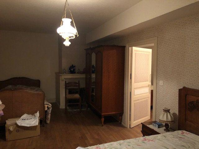 Maison à vendre 5 140m2 à Saint-Laurent-sur-Gorre vignette-5