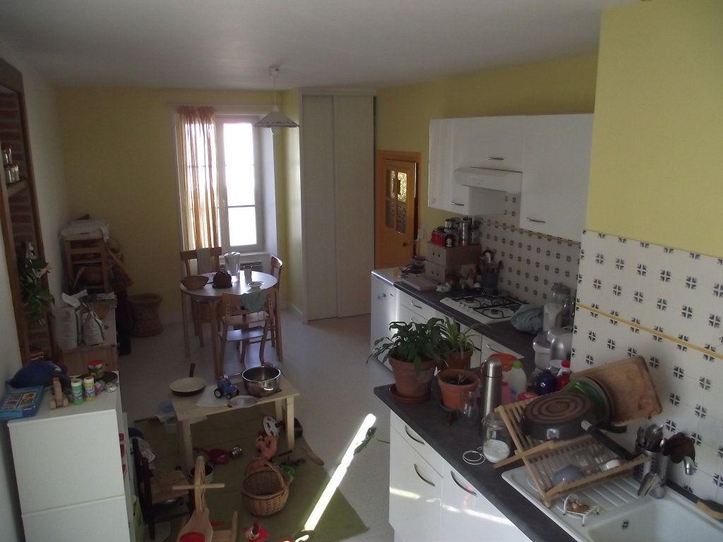 Maison à louer 4 109m2 à Étagnac vignette-9