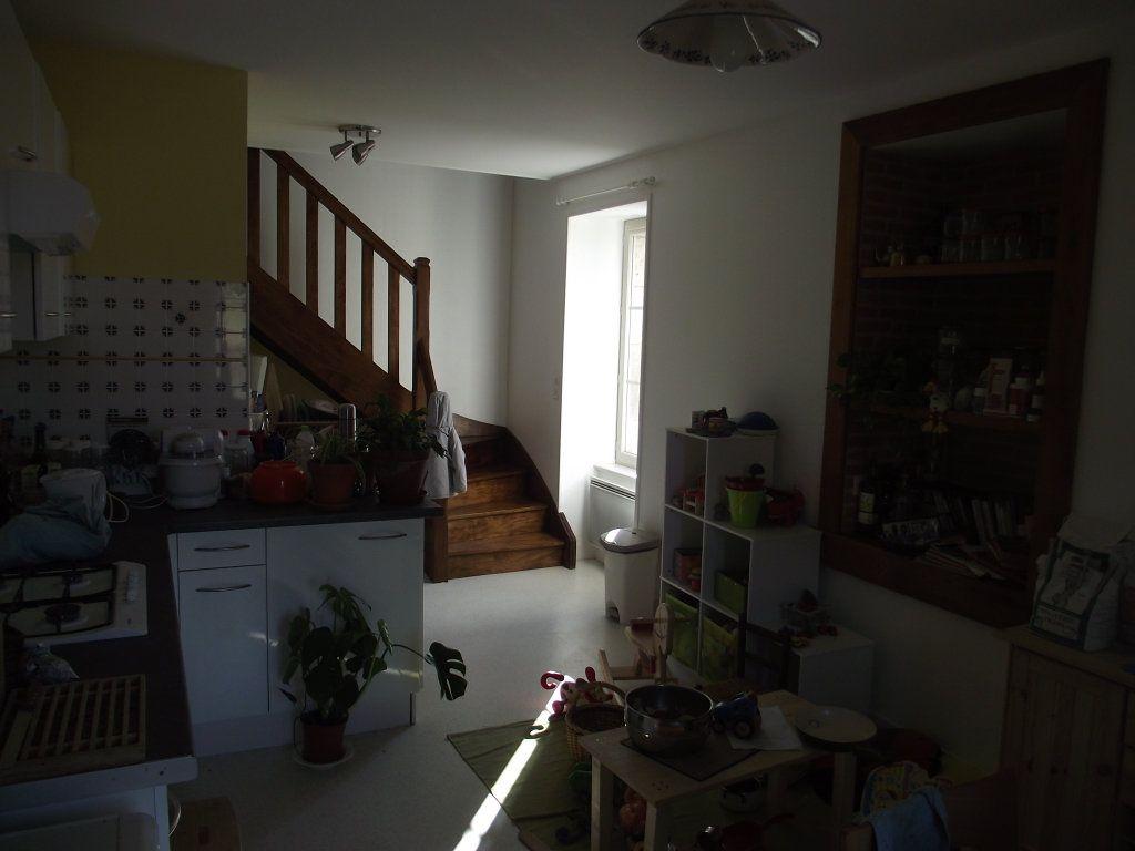 Maison à louer 4 109m2 à Étagnac vignette-10