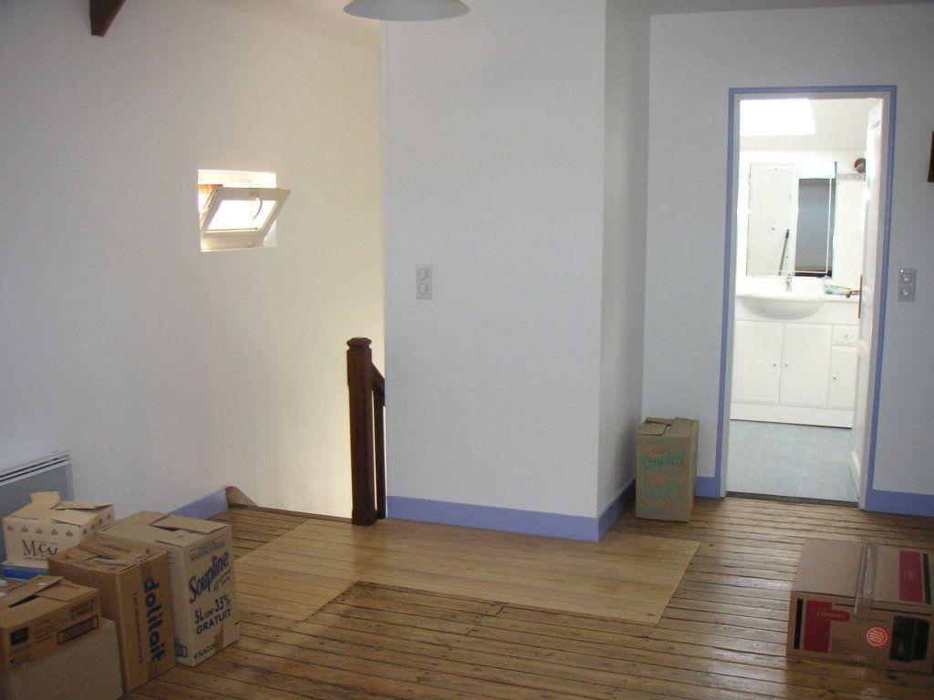 Maison à louer 4 109m2 à Étagnac vignette-11