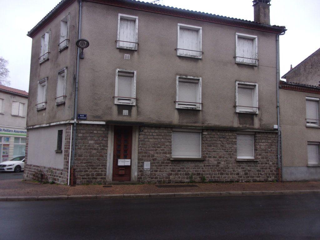 Appartement à louer 3 65m2 à Chabanais vignette-1