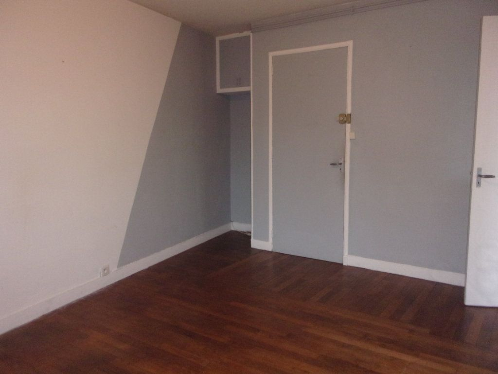 Appartement à louer 3 65m2 à Chabanais vignette-2