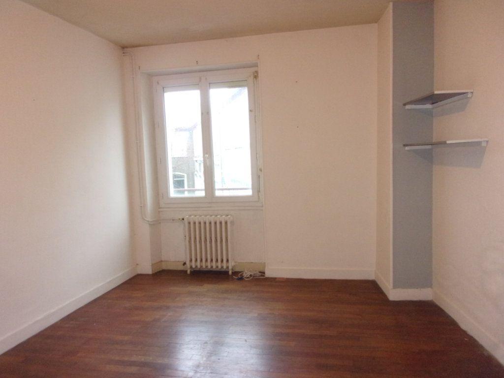 Appartement à louer 3 65m2 à Chabanais vignette-3