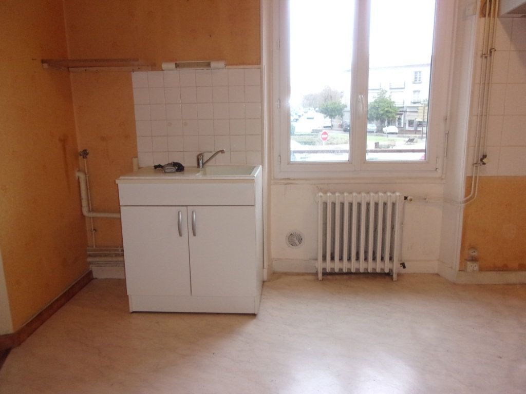 Appartement à louer 3 65m2 à Chabanais vignette-5