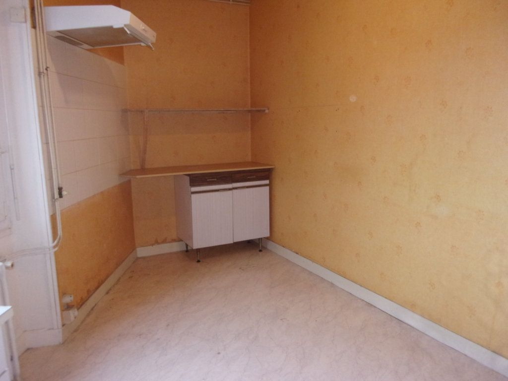 Appartement à louer 3 65m2 à Chabanais vignette-6