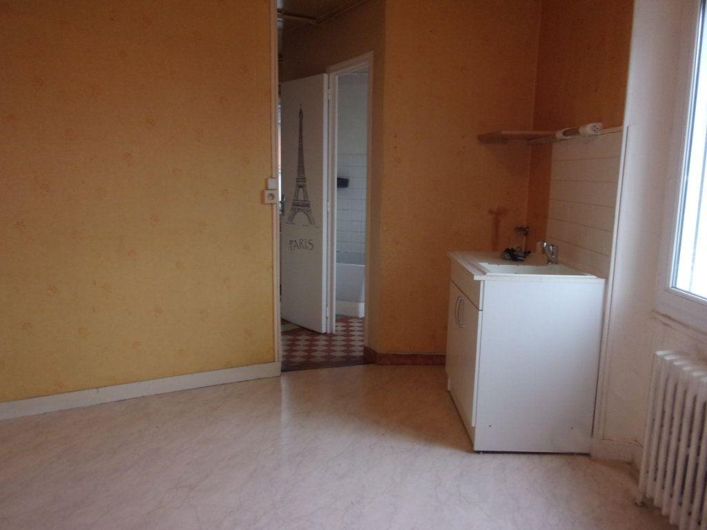 Appartement à louer 3 65m2 à Chabanais vignette-7