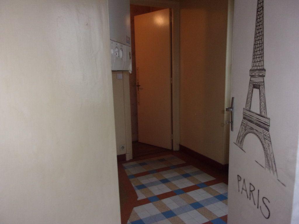 Appartement à louer 3 65m2 à Chabanais vignette-8
