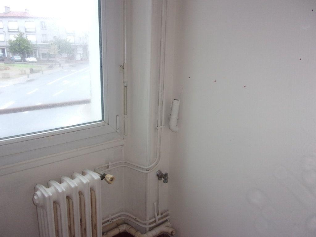 Appartement à louer 3 65m2 à Chabanais vignette-10
