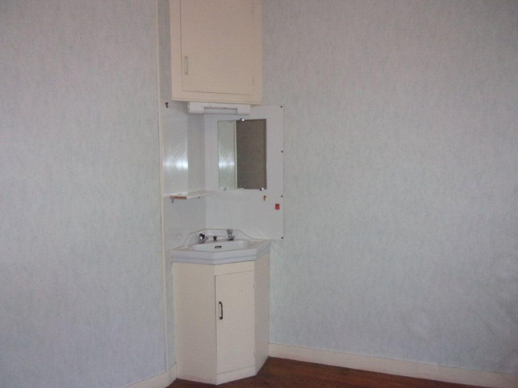 Appartement à louer 3 65m2 à Chabanais vignette-15