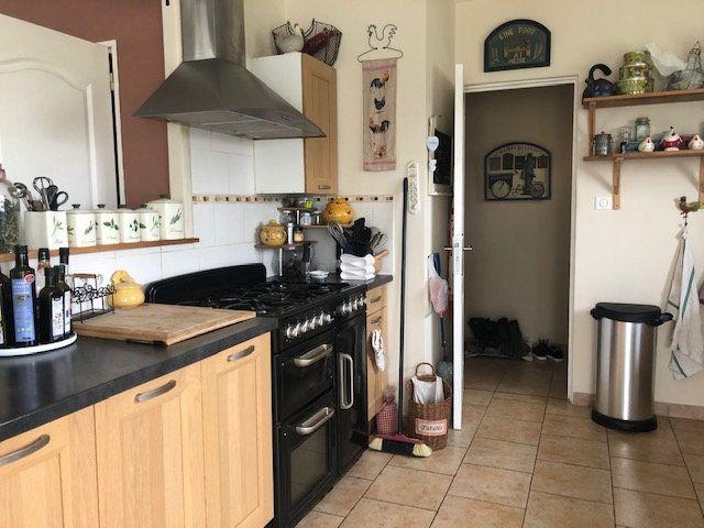 Maison à vendre 5 119m2 à Chabrac vignette-5