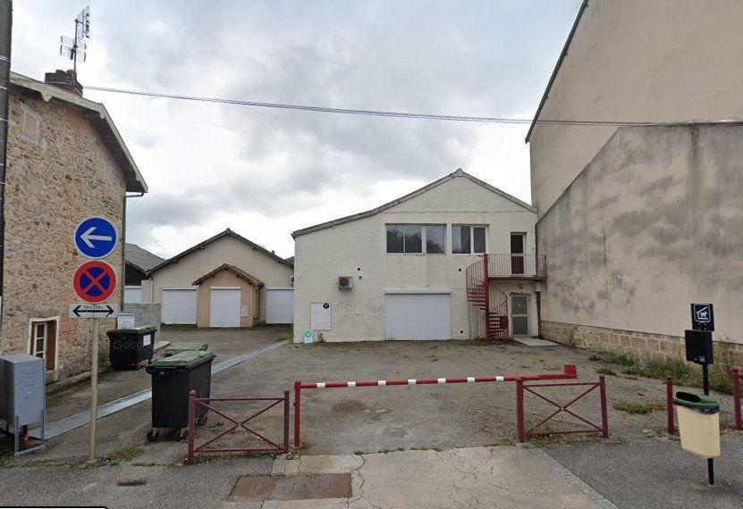 Immeuble à vendre 0 700m2 à Saint-Junien vignette-1