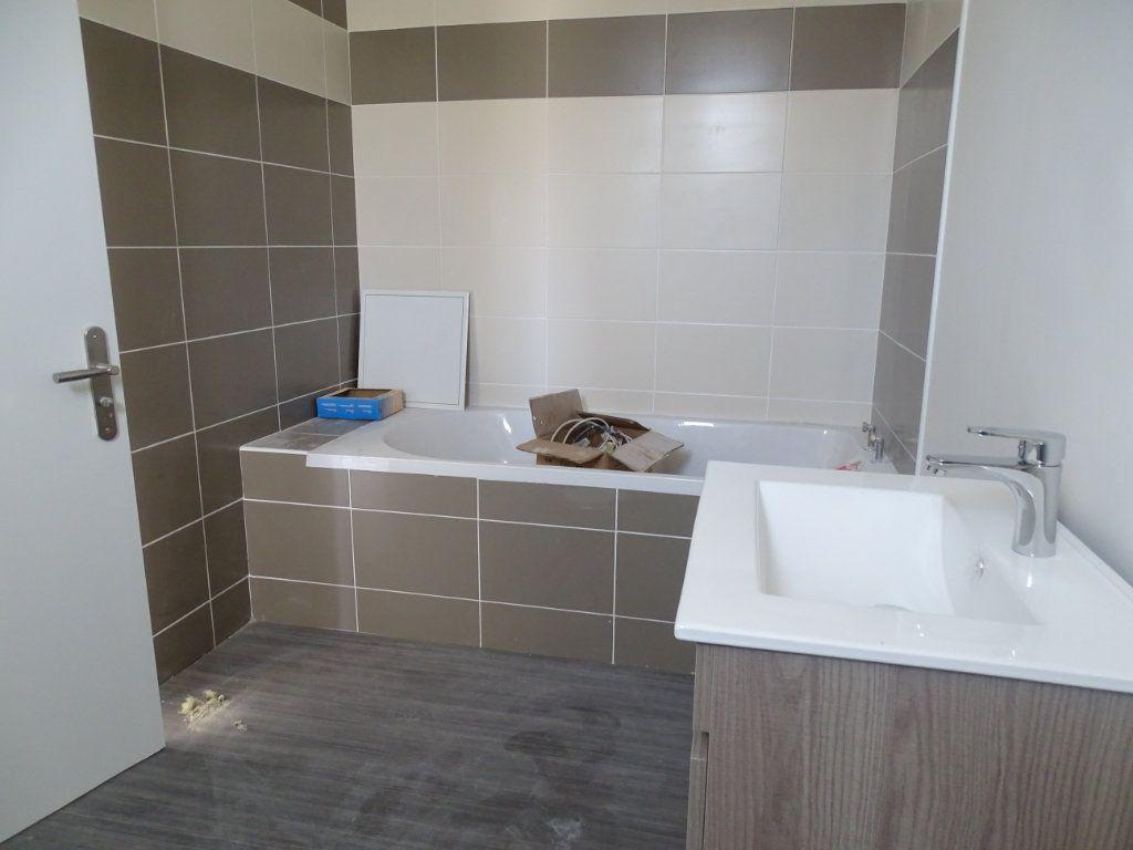 Appartement à louer 4 90m2 à Saint-Junien vignette-3