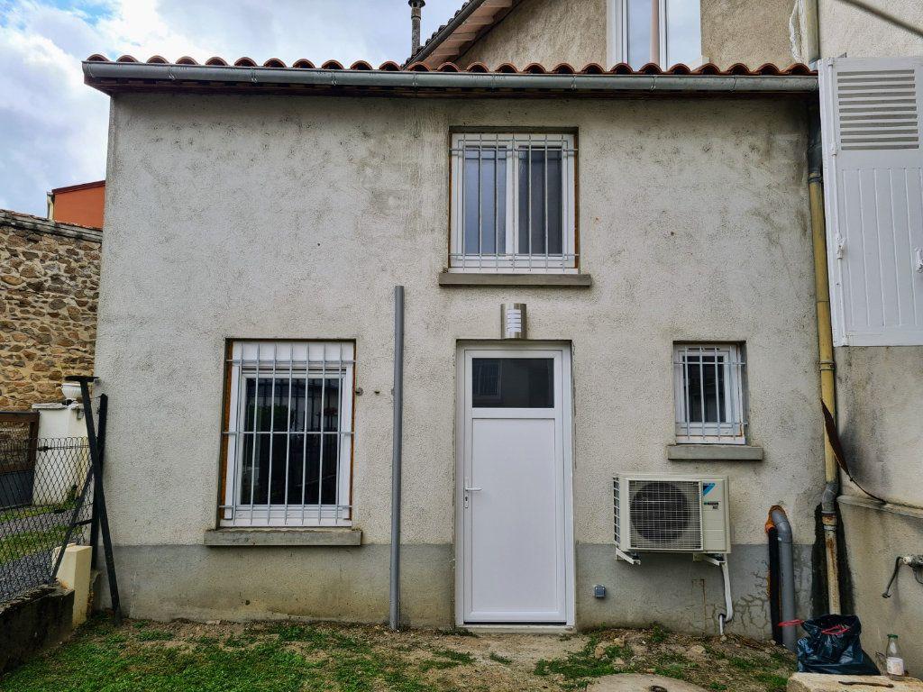 Appartement à louer 2 27m2 à Chabanais vignette-1