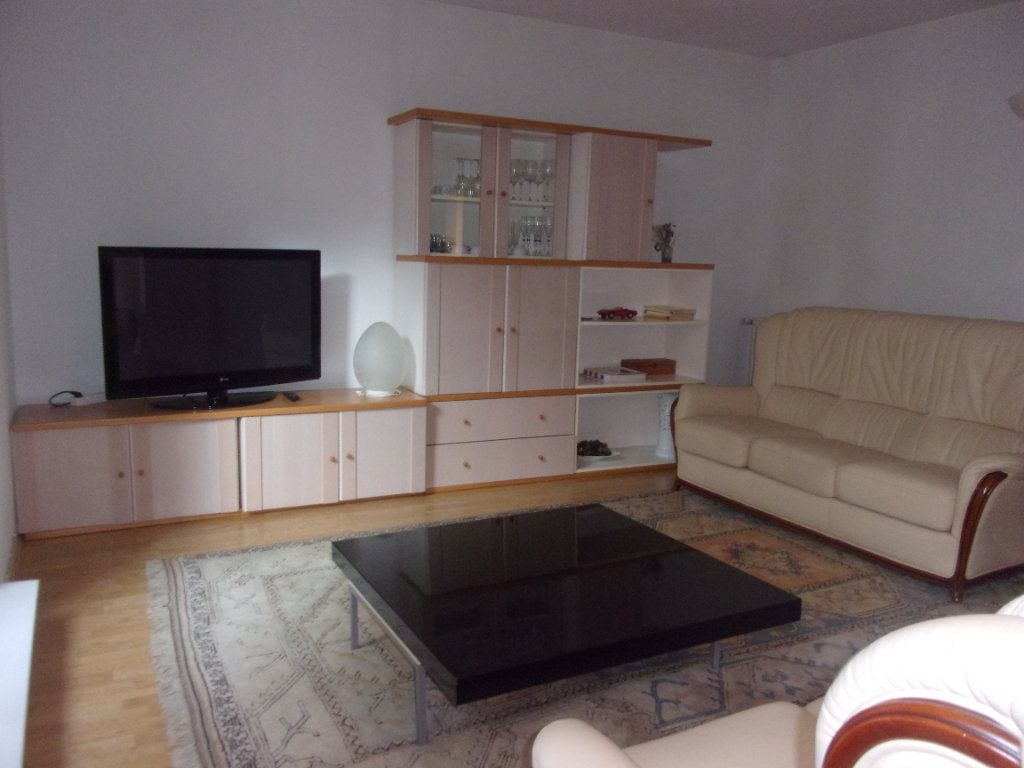Appartement à louer 4 110m2 à Saint-Junien vignette-1