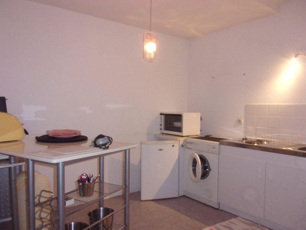 Appartement à louer 4 110m2 à Saint-Junien vignette-3