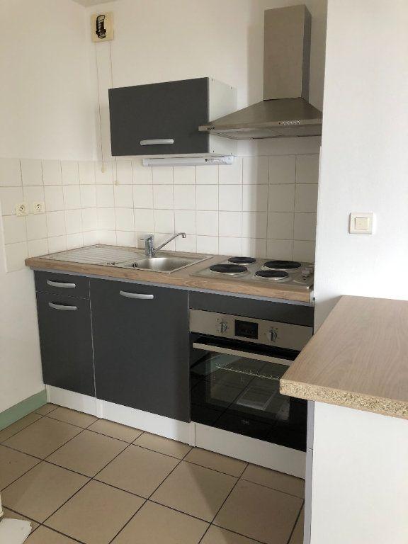 Appartement à louer 2 35m2 à Saint-Junien vignette-3