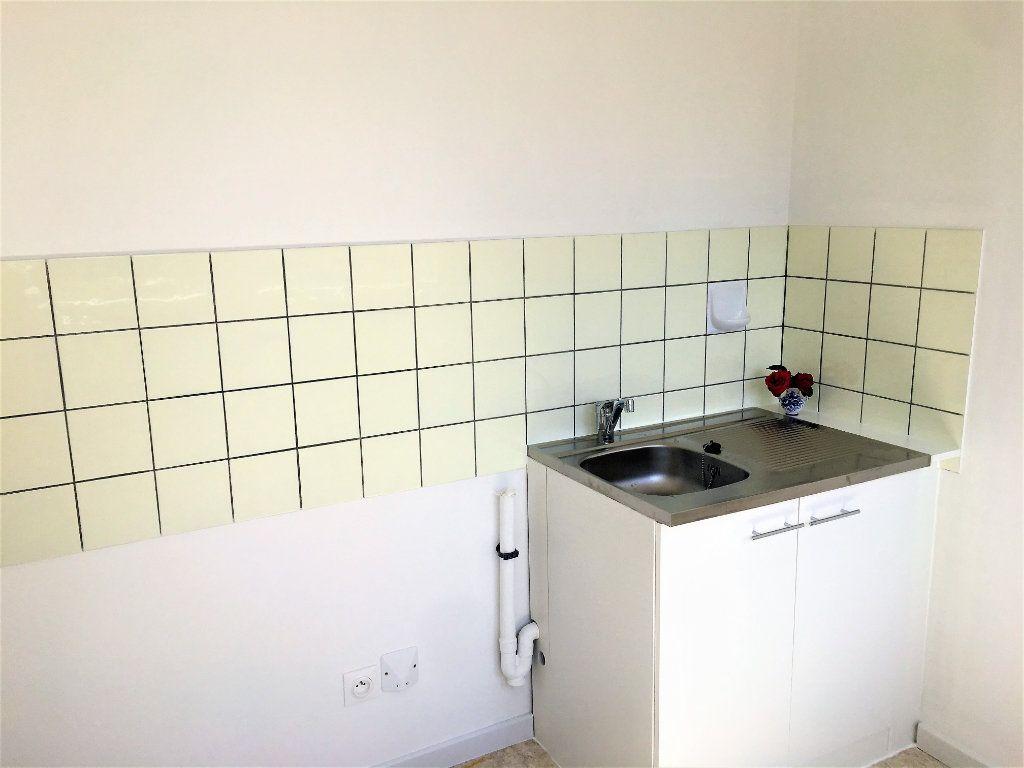 Appartement à louer 1 28m2 à Strasbourg vignette-2