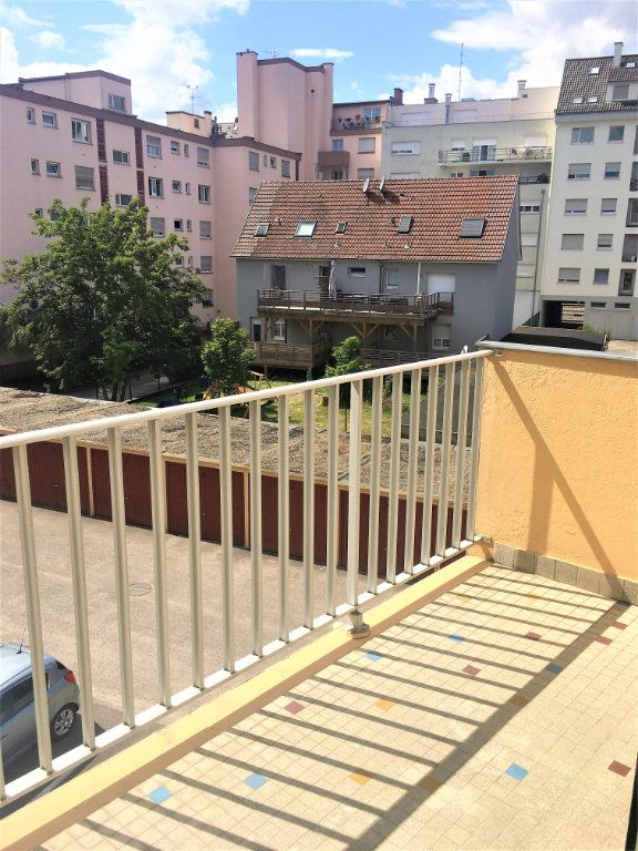 Appartement à louer 1 28m2 à Strasbourg vignette-4