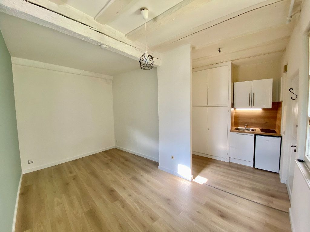 Appartement à louer 1 21m2 à Strasbourg vignette-1