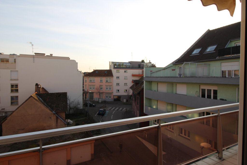 Appartement à louer 3 70.95m2 à Strasbourg vignette-4