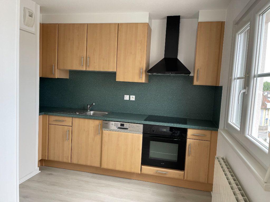 Appartement à louer 4 69.78m2 à Strasbourg vignette-2