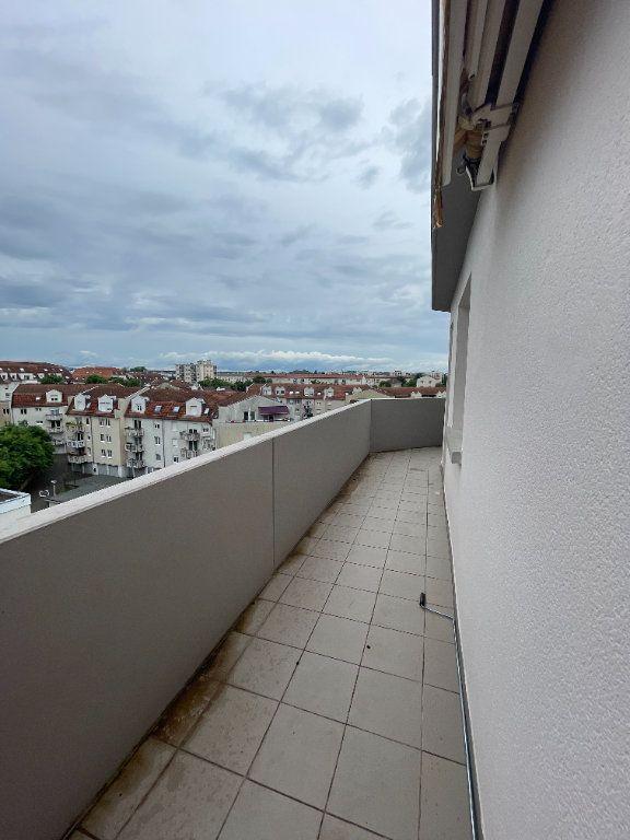 Appartement à louer 4 69.78m2 à Strasbourg vignette-8