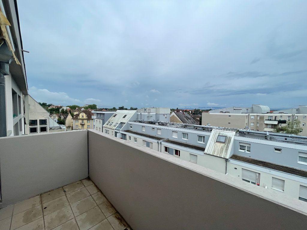 Appartement à louer 4 69.78m2 à Strasbourg vignette-9