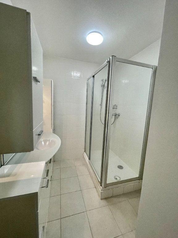 Appartement à louer 4 69.78m2 à Strasbourg vignette-10