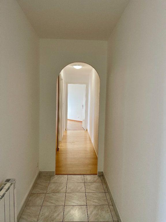 Appartement à louer 4 69.78m2 à Strasbourg vignette-11