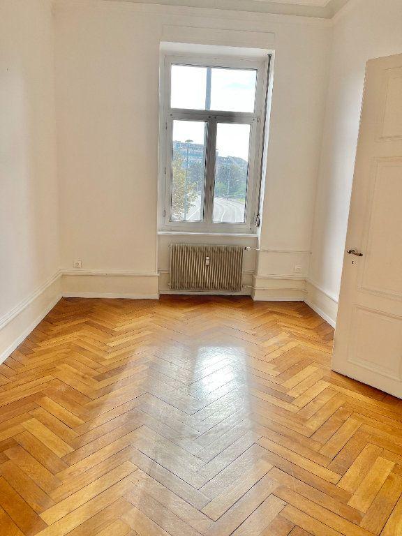 Appartement à louer 4 115m2 à Strasbourg vignette-2
