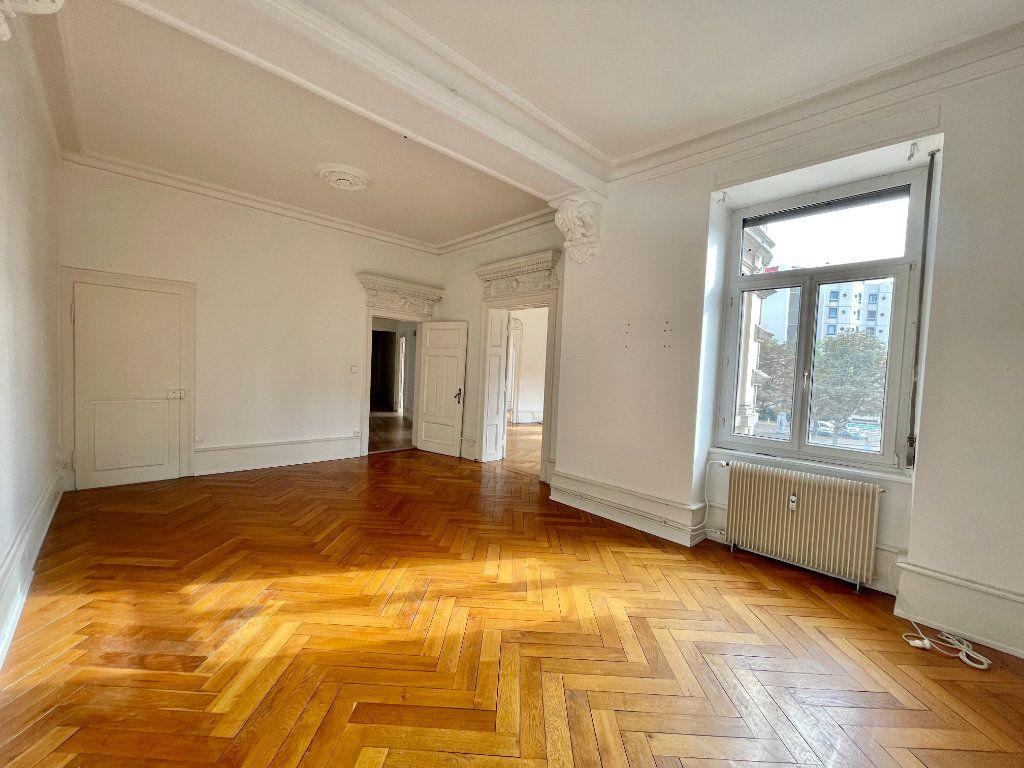 Appartement à louer 4 115m2 à Strasbourg vignette-3