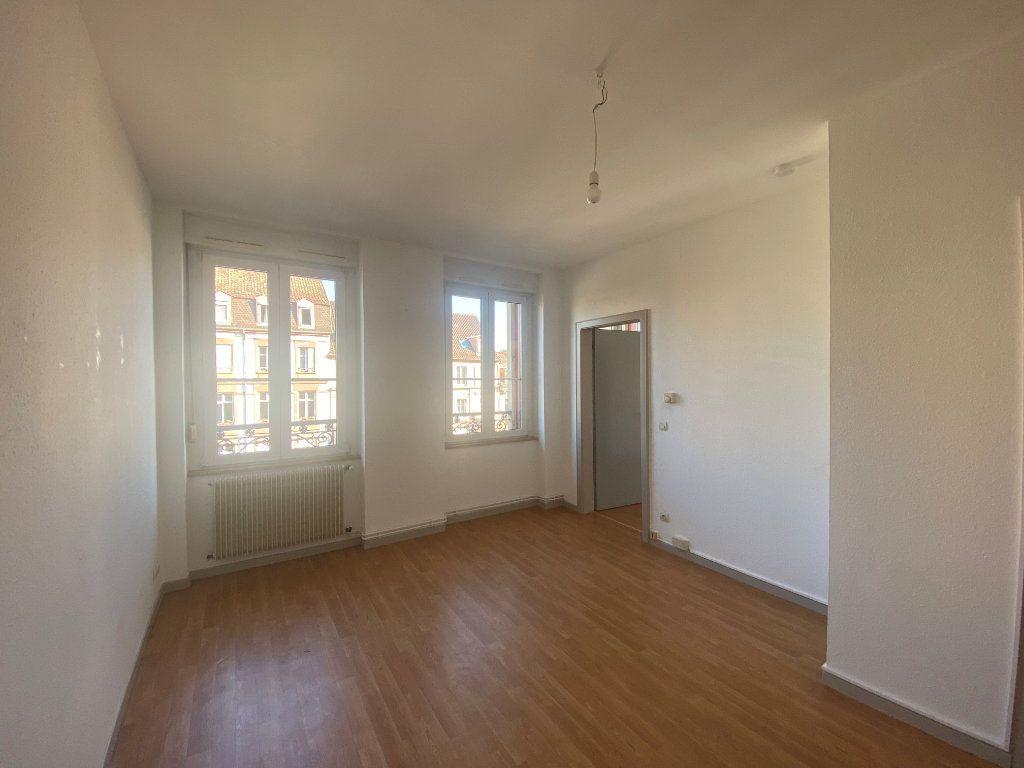 Appartement à louer 2 34.9m2 à Strasbourg vignette-1
