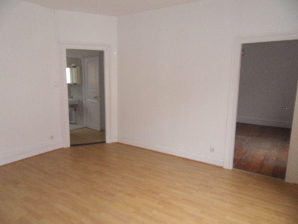 Appartement à louer 3 70.16m2 à Strasbourg vignette-1