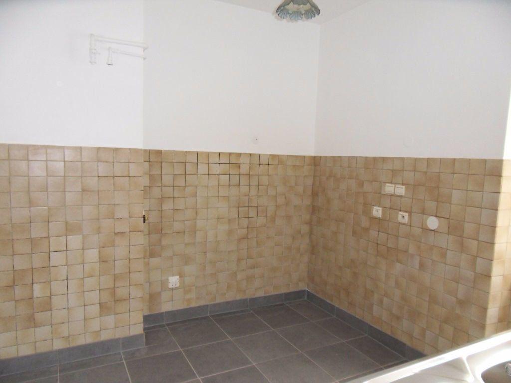 Appartement à louer 3 70.16m2 à Strasbourg vignette-3