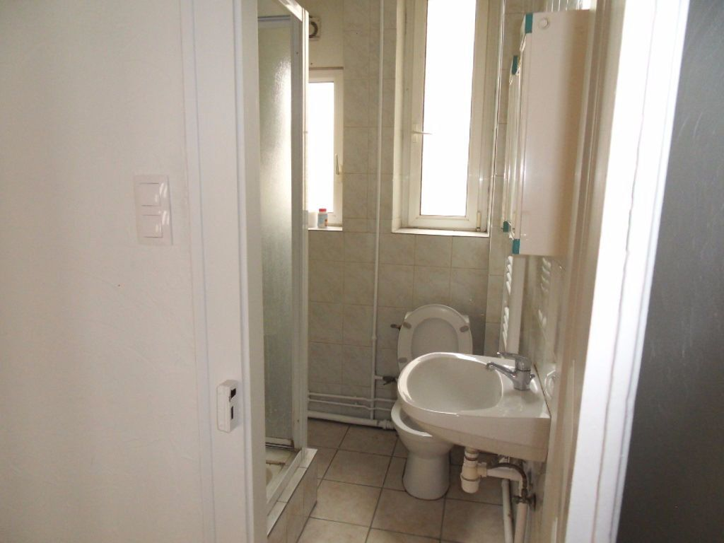 Appartement à louer 3 70.16m2 à Strasbourg vignette-4