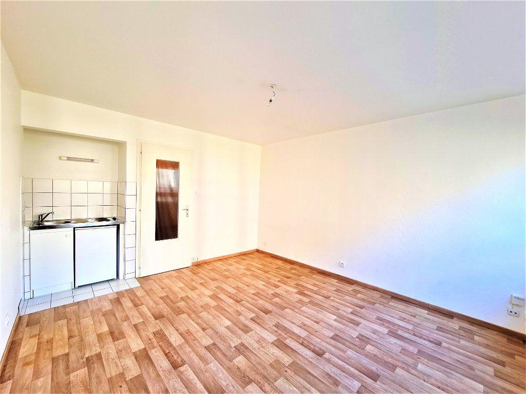 Appartement à louer 1 25m2 à Strasbourg vignette-1