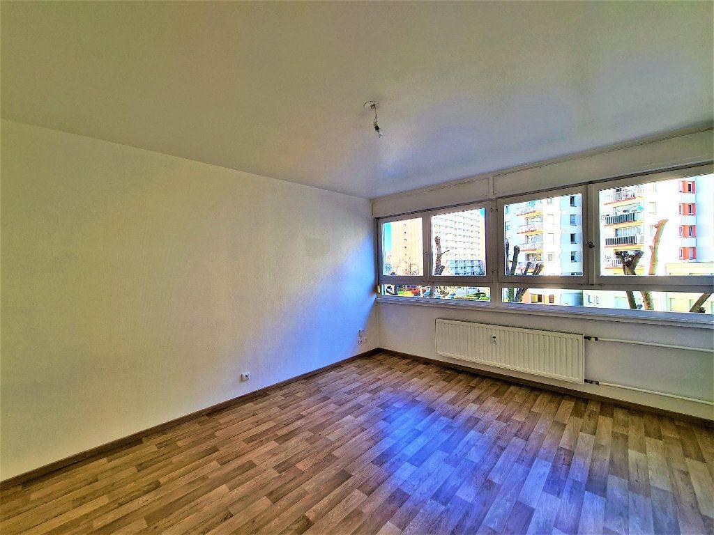Appartement à louer 1 25m2 à Strasbourg vignette-2