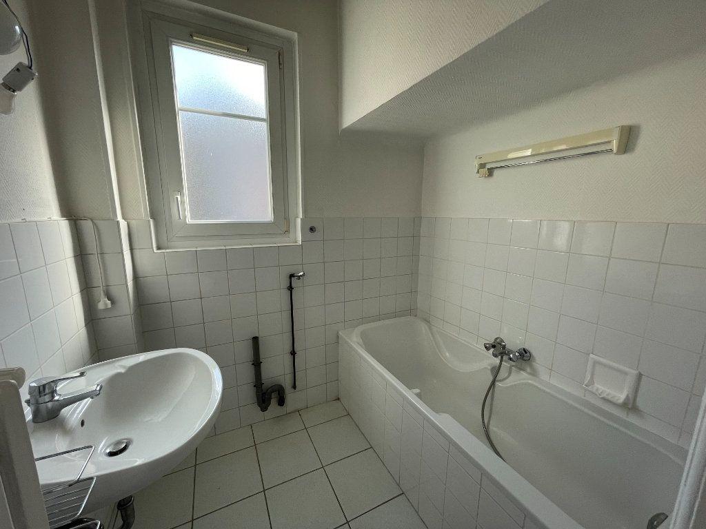 Appartement à louer 3 76.39m2 à Strasbourg vignette-7
