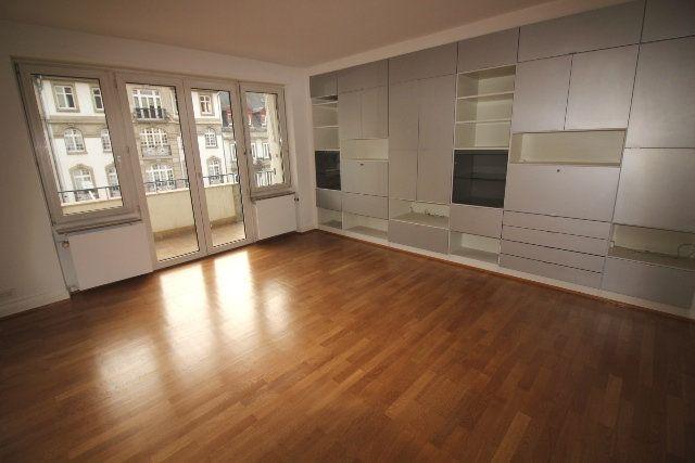 Appartement à louer 5 122.4m2 à Strasbourg vignette-1