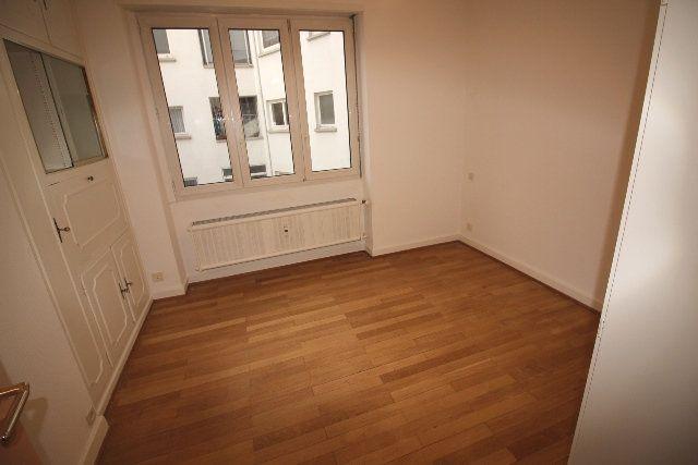 Appartement à louer 5 122.4m2 à Strasbourg vignette-8