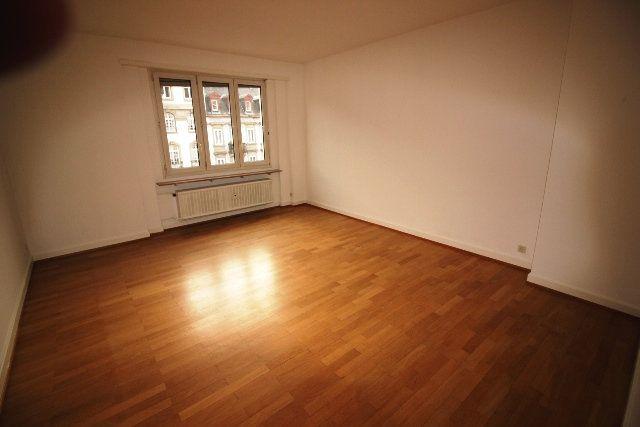 Appartement à louer 5 122.4m2 à Strasbourg vignette-10