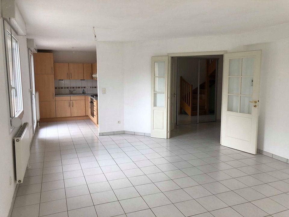 Appartement à louer 4 89m2 à Weyersheim vignette-1