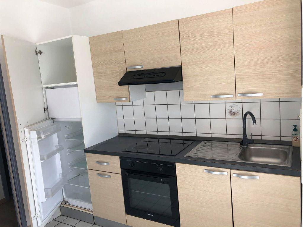 Appartement à louer 3 58.77m2 à Souffelweyersheim vignette-2