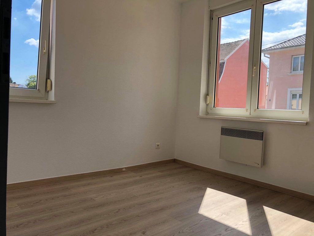 Appartement à louer 3 58.77m2 à Souffelweyersheim vignette-3